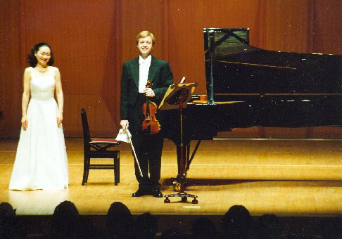 After the Sonatina for Violin and Piano by B. Martinů, 2001