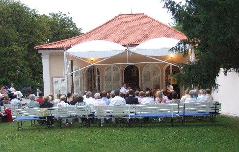 Pavel Eret at the Prague Bertramka - garden concert, 2006