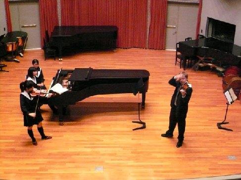 Violinist Pavel Eret leads special violin lessons